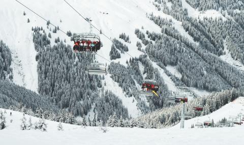 Дърво падна върху лифт в Австрия