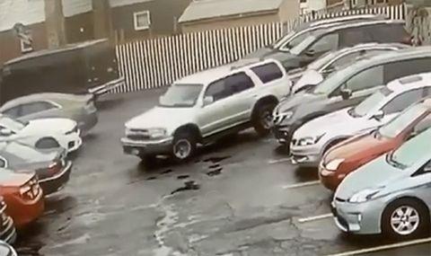 Toyota 4Runner показа как не се излиза от паркинг (ВИДЕО)