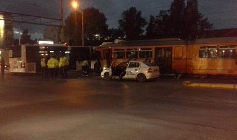 Катастрофа между трамвай и автобус