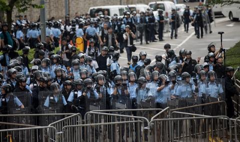 Бунт! Кръв, палки и насилие в Хонконг (ВИДЕО+СНИМКИ)