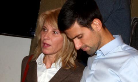 Майката на Джокович атакува Федерер