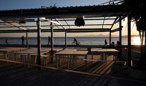 В Гърция отвориха кафенетата и ресторантите