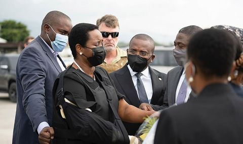 Вдовицата на убития президент на Хаити се завърна в родината си