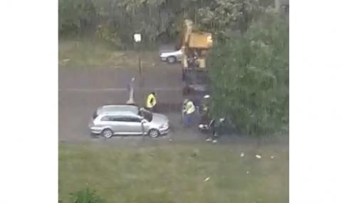 """В """"Люлин"""" асфалтират в най-силния дъжд (ВИДЕО)"""