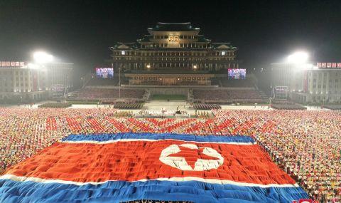 Севернокорейският лидер организира нощен военен парад - 1