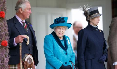 Кралицата е в изолация