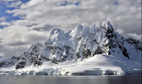 300-километров метален обект се крие под ледовете на Антарктида - 1