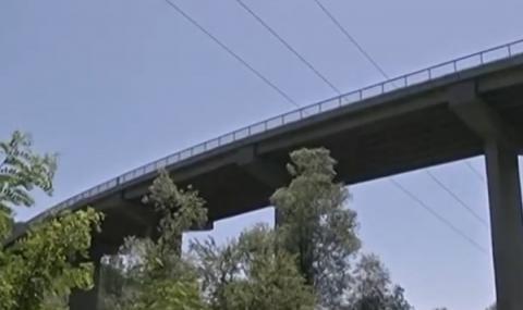 Момченцето, хвърлено от мост в Габрово - мъртво