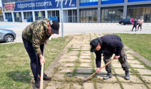 Фенове на Левски почистиха паметника на Гунди