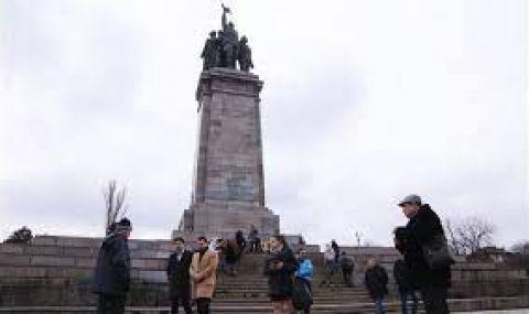 ДБ: Година и половина не разглеждат доклада ни за премахването на паметника на Съветската армия - 1