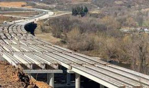 """Строежът на АМ """"Хемус"""" между Боаза и пътя Плевен - Ловеч не бил спиран"""
