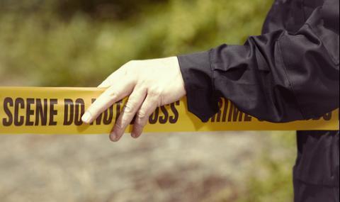 Мъж издебна бившата си, докато отива на работа и я простреля