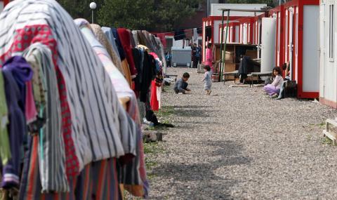 МВР: Няма да строим нови бежански лагери