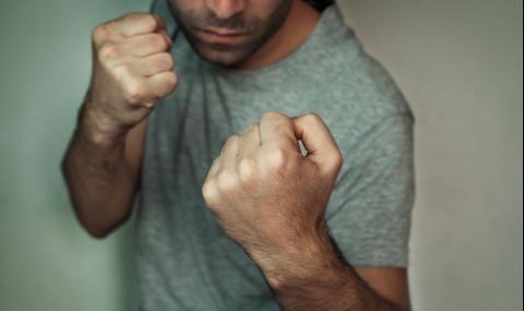 Младеж преби 56-годишен мъж в Момчилград