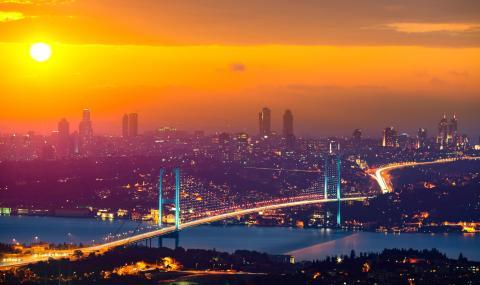 Паника в Истанбул: Земетресение разлюля мегаполиса