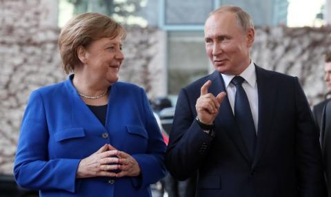 Путин разговаря с Меркел