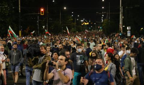 Протестите преминават към блокада на ключови институции