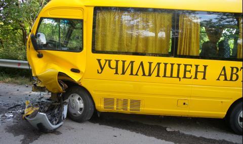 Ученици се разминаха на косъм от страшен инцидент на пътя