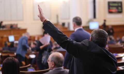 Депутати и министри без заплати до края на извънредното положение