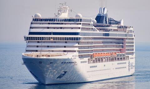 Какво се случи с туристите на кораб, скрил се от пандемията в океана