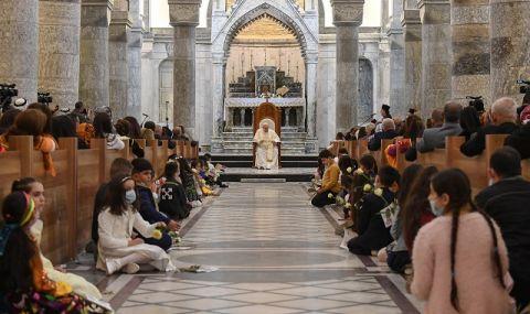 Историческа визита! В Ирак папа Франциск отправи молитва за жертвите на