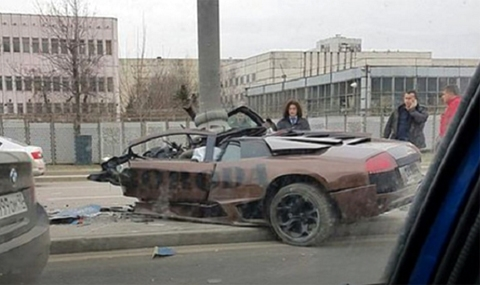 Lamborghini против стълб (18+)