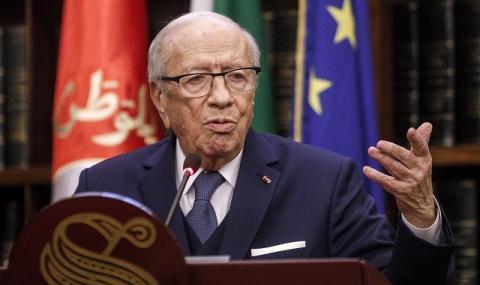 Президентът на Тунис се бори със смъртта