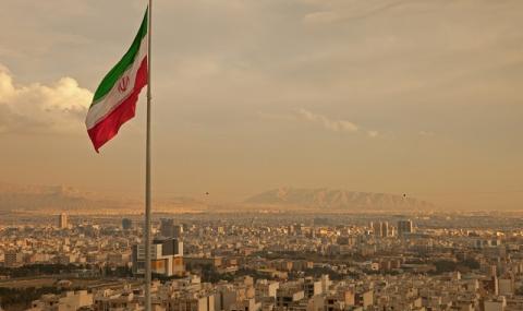 И иранската валута се срина