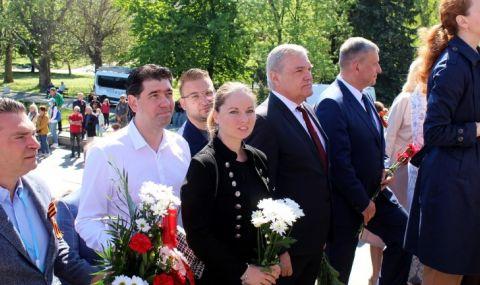 БСП и АБВ се поклониха пред Паметника на съветската армия
