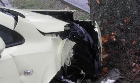 Мъж пострада при катастрофа между лек автомобил и камион в Ботевград