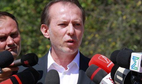 Искат оставката на премиера след уволнение на министър - 1