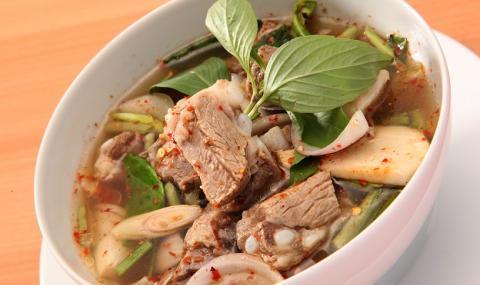 Рецепта на деня: Вкусна чорба със свинско месо и зелев сок