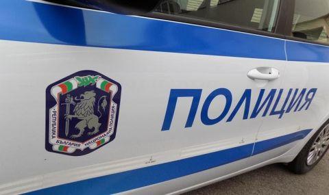 Камион помете три коли в Петрич - 1