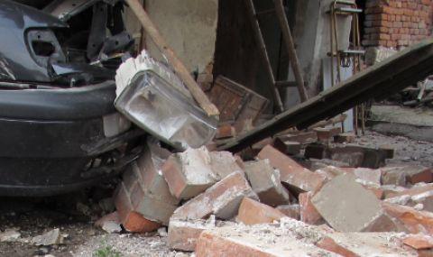 18-годишен водач пострада, разбивайки лек автомобил във фасада на къща в Смолян