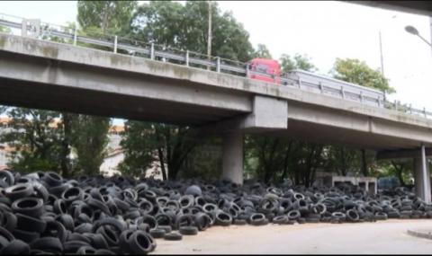 Община Варна трупа хиляди автомобилни гуми под Аспаруховия мост