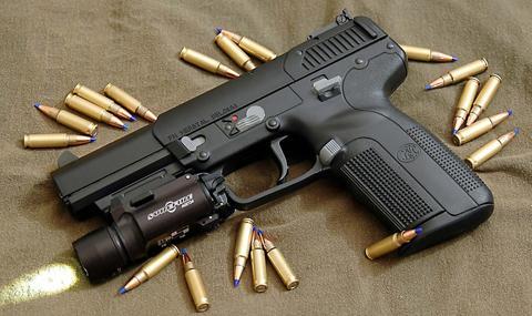 Пистолетът, който пробива бронежилетки