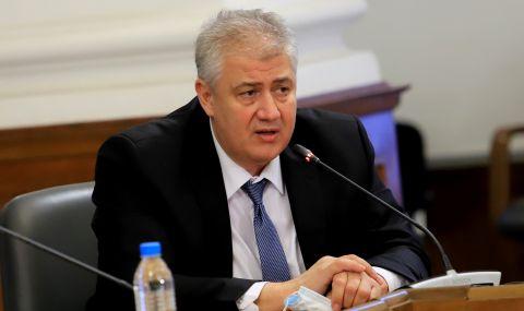 """Балтов: """"Зелените коридори"""" ще отворят след първата ваксинация за РИК и СИК"""