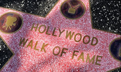 Райън О'Нийл и Али Макгроу получиха звезди на Алеята на славата