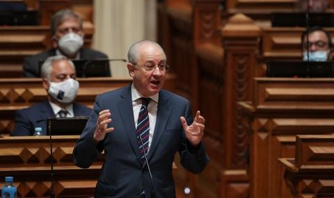 Президентът на Португалия спаси две жени от удавяне