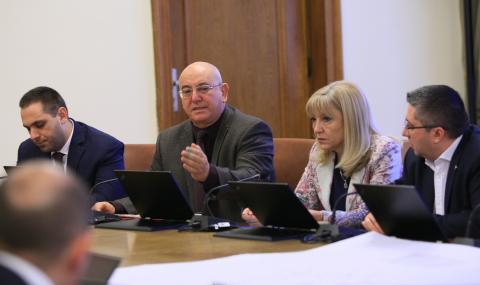 Министър Аврамова: Ако се оттегля, това ще помогне ли?