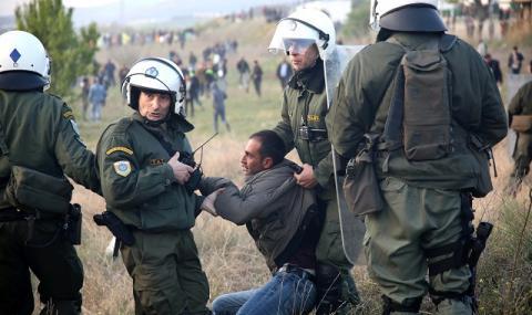 Стачка блокира гръцки острови след нощ на насилие
