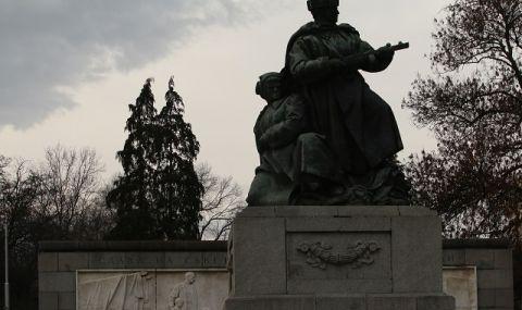 Война срещу съветските паметници в Европа