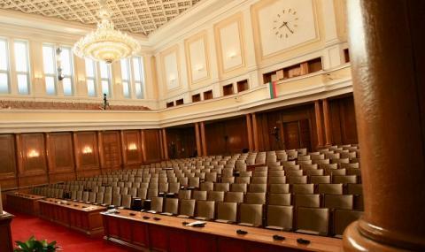 Парламентът с рекордна ваканция до 15 януари
