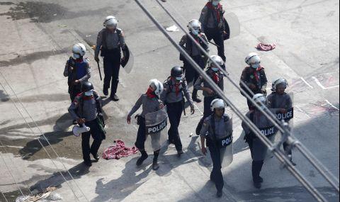 Десетки убити след военния преврат