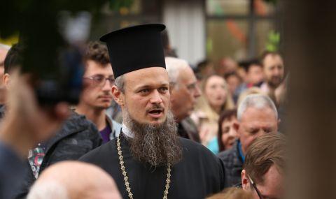 Година след Кървавата сряда. Отец Дионисий за ФАКТИ: Трябва да почетем героите, които се бориха срещу Борисов и Гешев - 1