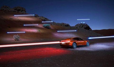 Фотограф използва дронове за светлинно рисуване при снимки на Porsche (ВИДЕО)