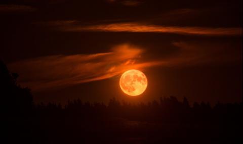 Не е за вярване! Нещо удари кървавата луна (ВИДЕО) - 1