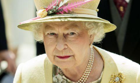 Английската кралица се появи с бастун - 1