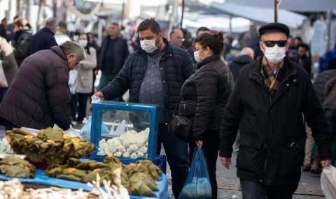Българка от Измир пред ФАКТИ: Не знам какво стана! Хората помислиха, че ще умрат от глад за 2 дни