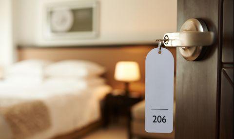 Хотел анулира всичките си резервации, за да приюти бежанци - 1